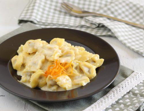 Tortellini con crema al gorgonzola e arancia