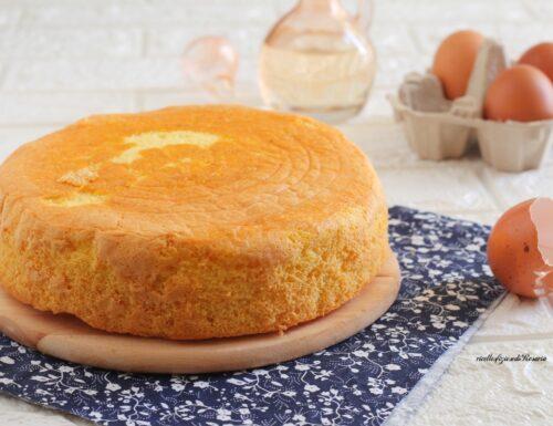 Pan di spagna all'acqua e olio