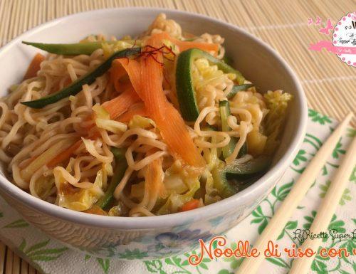 Noodle di riso con verdure – ricetta orientale (208 calorie)