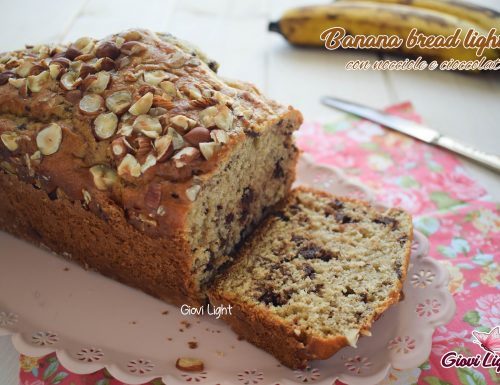 Banana bread light con nocciole e cioccolato