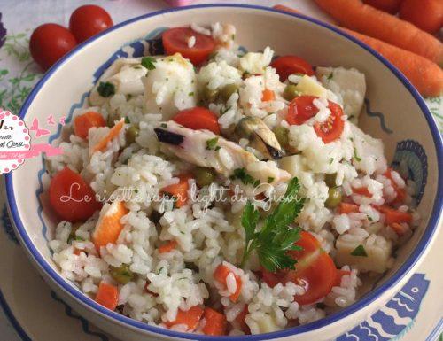Insalata light di riso ai frutti di mare (355 calorie)