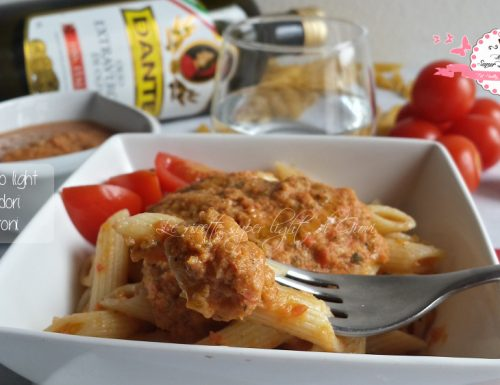Sugo crudo light di pomodori e peperoni (78 calorie a persona)