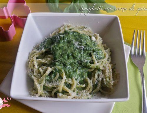 Spaghetti con crema di spinaci light (310 cal)