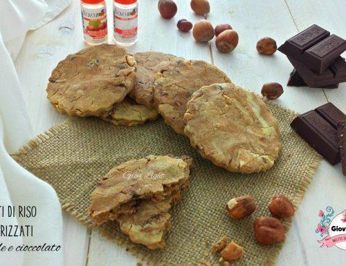 Biscotti di riso marmorizzati con nocciole e cioccolato
