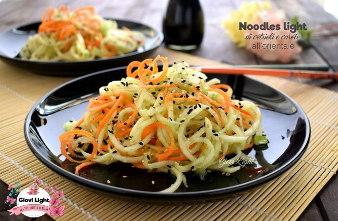 Noodles light di cetrioli e carote all'orientale