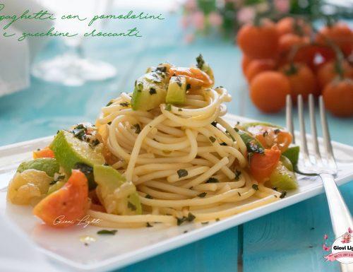 Spaghetti con pomodorini e zucchine croccanti
