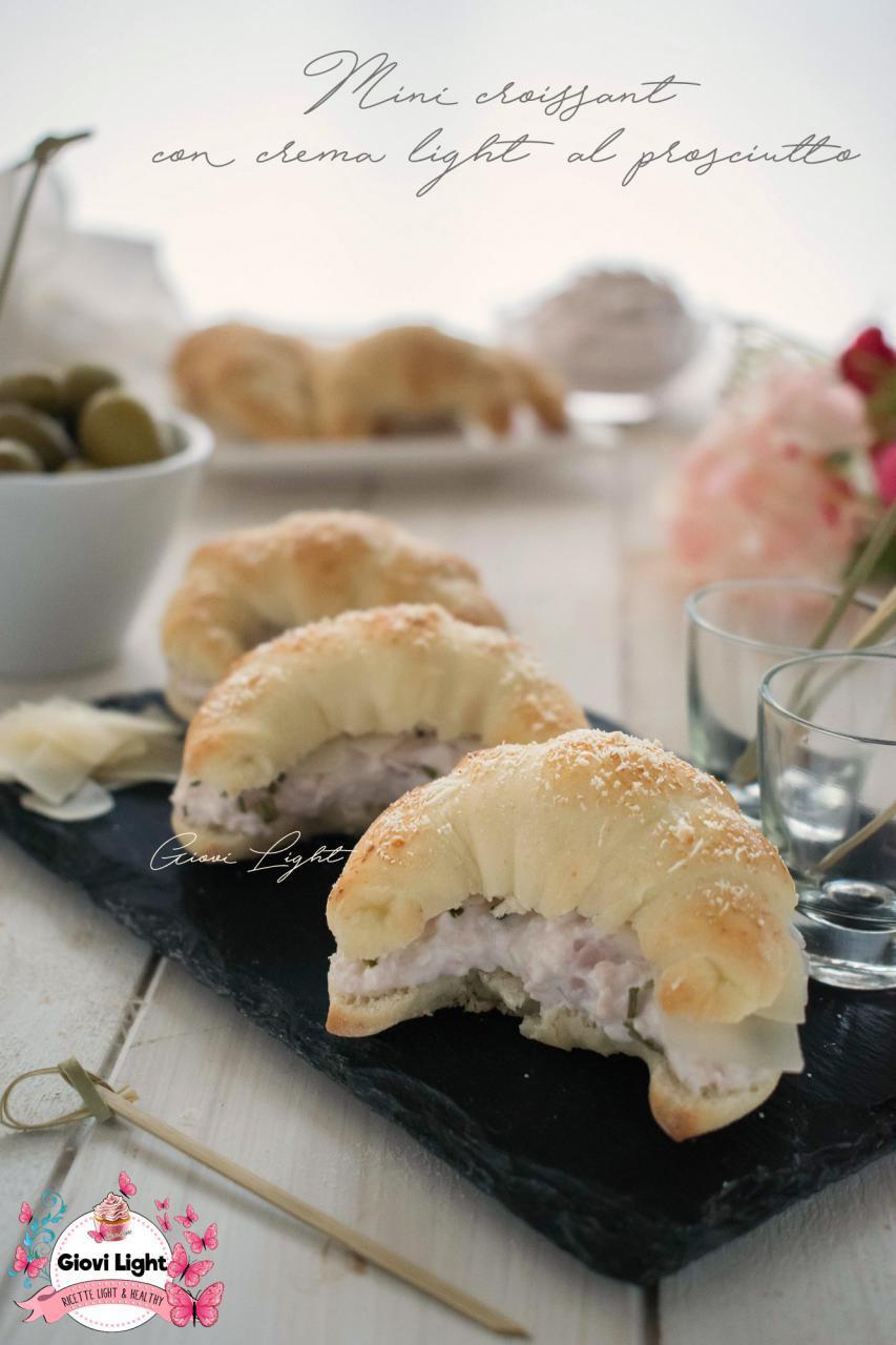 Mini croissant con crema light al prosciutto
