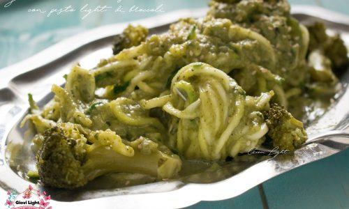 Zucchini noodles cremosi con pesto light di broccoli
