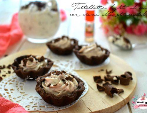 Tartellette light al cacao con crema alla stracciatella