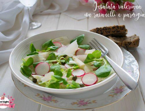 Insalata valeriana con ravanelli e parmigiano