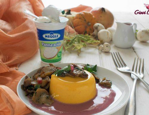 Panna cotta salata alla zucca e cannella con funghi speziati allo zenzero e salsa acida al melograno