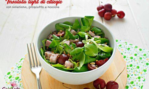 Insalata light di ciliegie con valeriana, prosciutto e nocciole