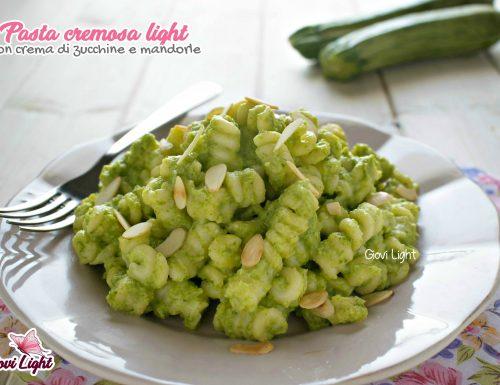Pasta cremosa light con crema di zucchine e mandorle