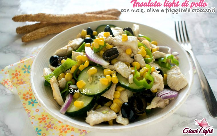 Insalata light di pollo con mais, olive e friggitelli croccanti