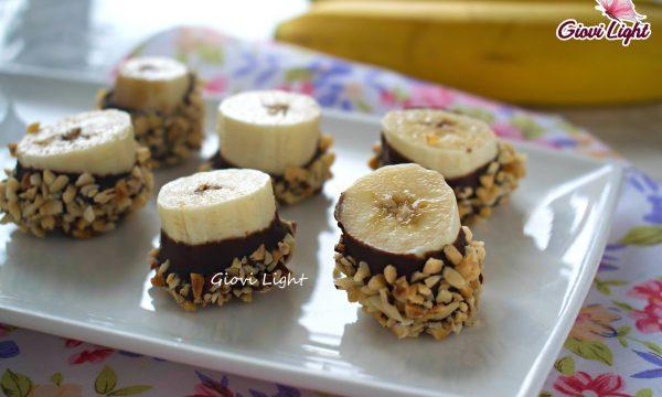 Banane con cioccolato e mandorle