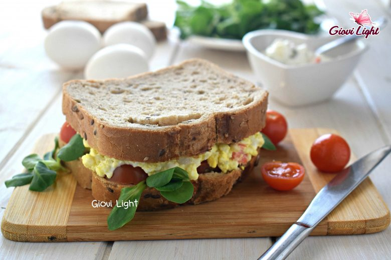 Sandwich LIGHT di uova e insalata russa light