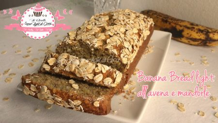 Banana Bread light all'avena e mandorle (96 calorie a fetta)