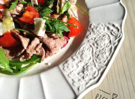 Tagliata carne pomodorini e rucola.