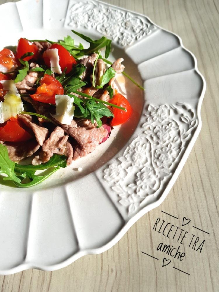 Tagliata di carne pomodorini rucola e parmigiano