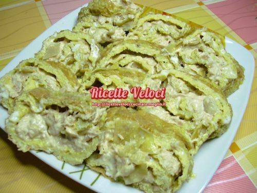 Rotolo di frittata con tonno, maionese e carciofini