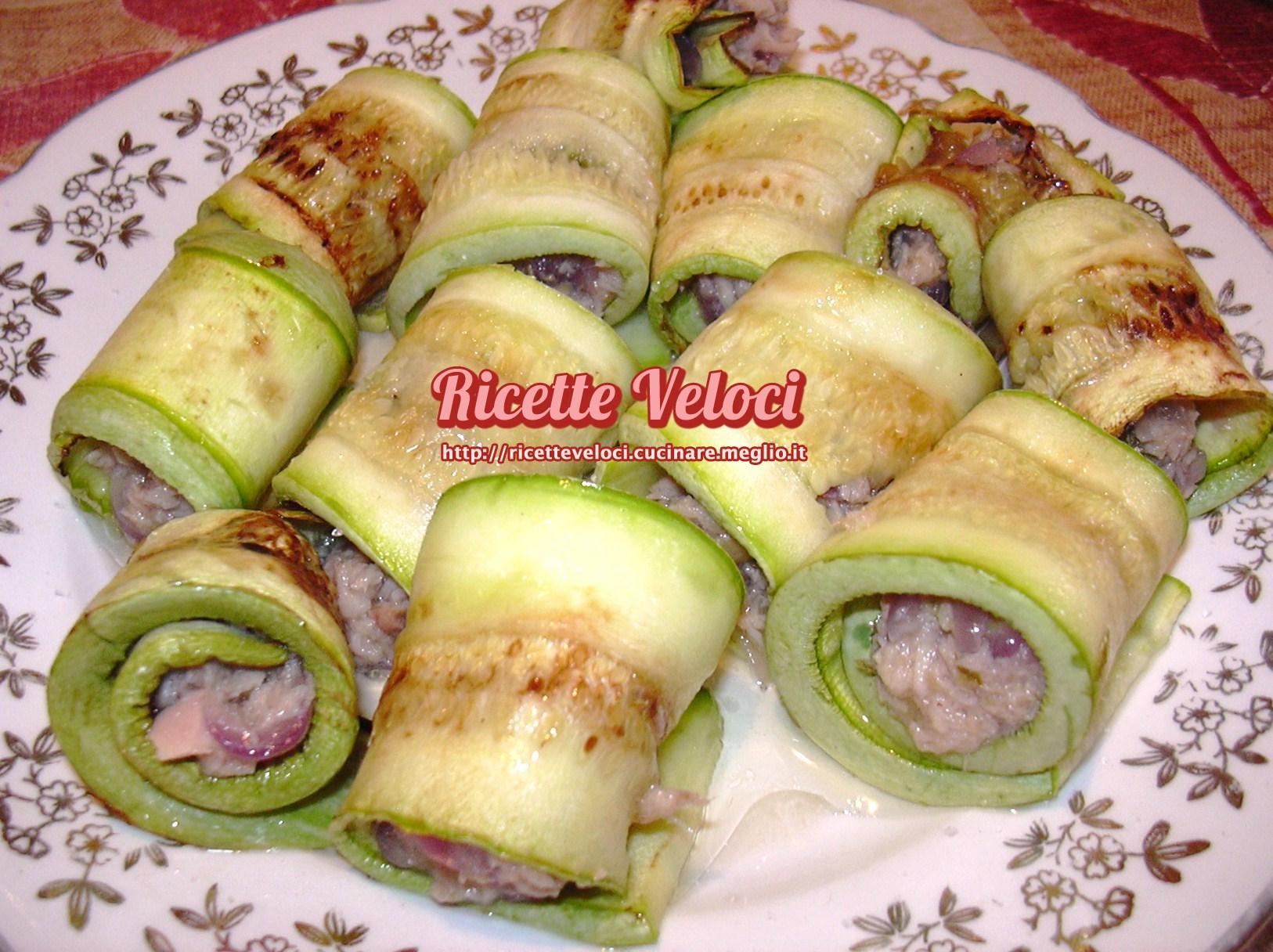 Involtini di zucchine tonno capperi e cipolla rossa di for Cucinare zucchine in padella