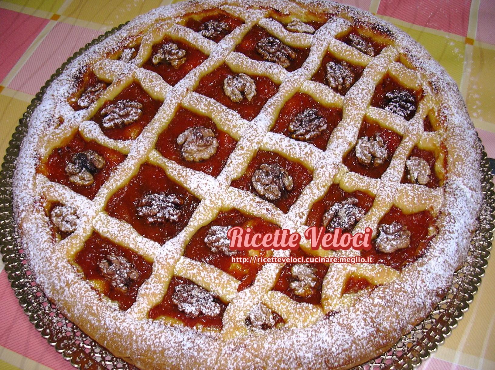 Crostata con marmellata di albicocche e noci