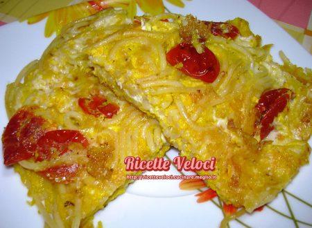 Frittata di spaghetti con Galbanino e pomodorini semi secchi