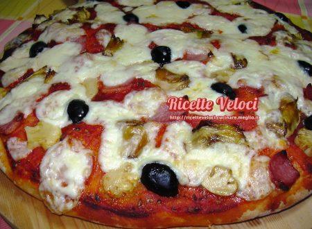 Pizza capricciosa alta e morbida