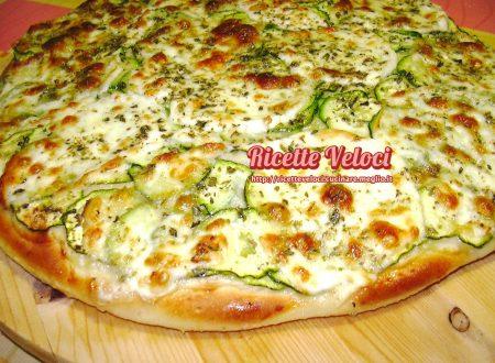 Pizza con zucchine novelle e mozzarella di bufala campana