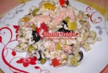 Insalata di riso basmati integrale con condiriso e filetti di tonno
