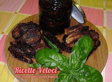 Pomodori secchi sott'olio con basilico