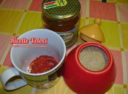 Maschera scrub alle bacche di goji e miele