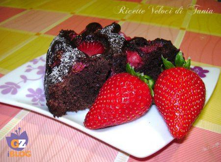 Torta con ricotta, fragole e cacao