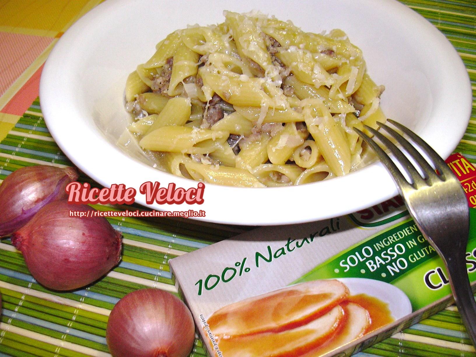 Pasta risottata con cipolla e salsiccia ricette veloci - Come cucinare salsiccia ...