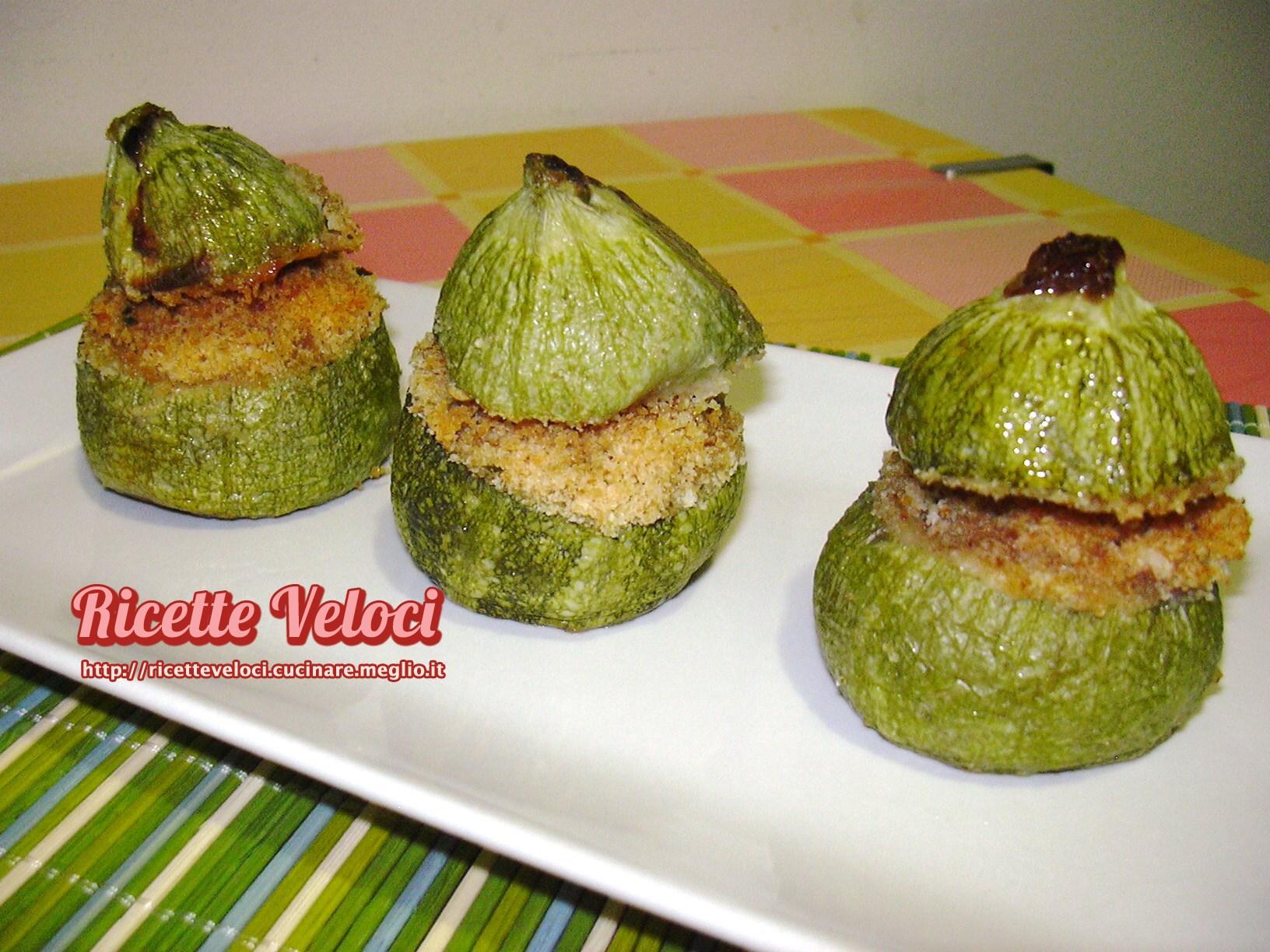 Zucchine tonde ripiene con cuore di galbanino e salsiccia for Cucinare zucchine tonde