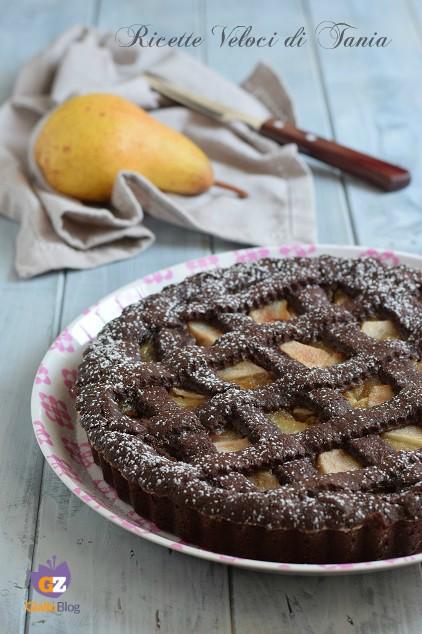 crostata al cacao con confettura e pere
