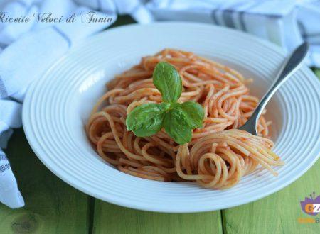 Spaghetti al pomodoro, burro e parmigiano