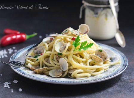 Spaghetti con vongole e agliata