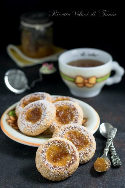 Biscotti alle mandorle con marmellata di limoni