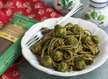 Spaghetti di farro con polpettine e crema di spinaci