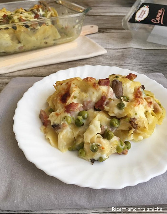 Tortelli alla boscaiola gratinati al forno un primo piatto gustosissimo e  semplice da preparare. Ideale come pranzo per le feste.
