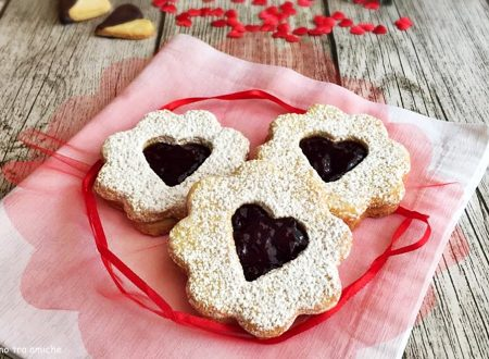Biscotti al burro ripieni di marmellata