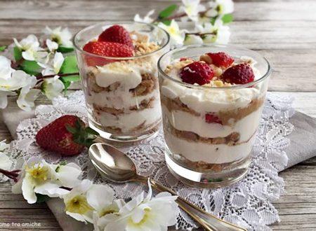 Cheesecake alle fragole in bicchiere