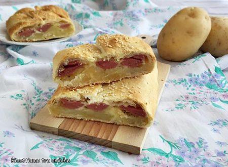 Strudel con patate wurstel e mozzarella