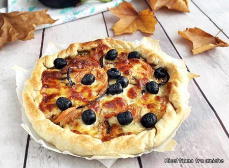 Torta rustica con pomodori melanzane e olive