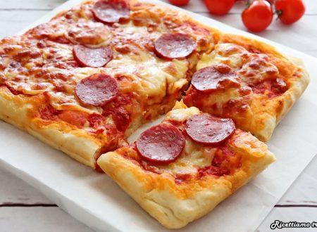 Pizza in teglia con salame