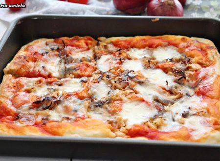 Pizza in teglia tonno e cipolla