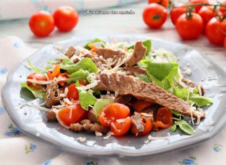 Straccetti di vitello con pomodorini rucola e grana