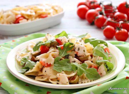 Insalata di pasta con pomodorini mozzarella e rucola