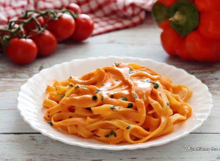 Tagliatelle con crema di peperoni
